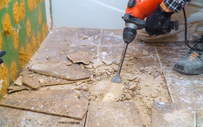 Badsanierung - Fliesen erneuern, ersetzen und spachteln - Fliesen reparieren, verharzen, neu verfugen - Albakhit Fliesenleger